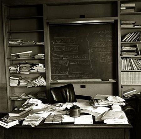 albert_einstein_desk