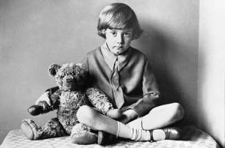 christopher-robin-and-winnie